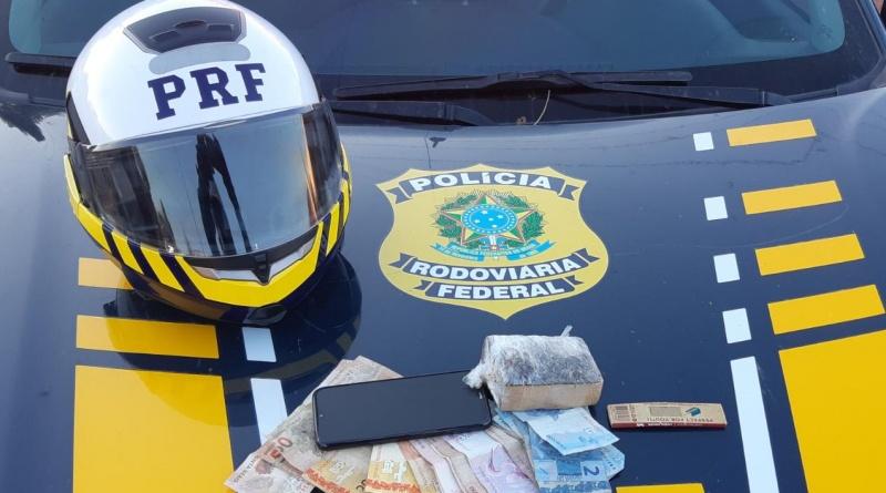 Altos: PRF realiza operação contra o tráfico de drogas e prende dupla na BR-343