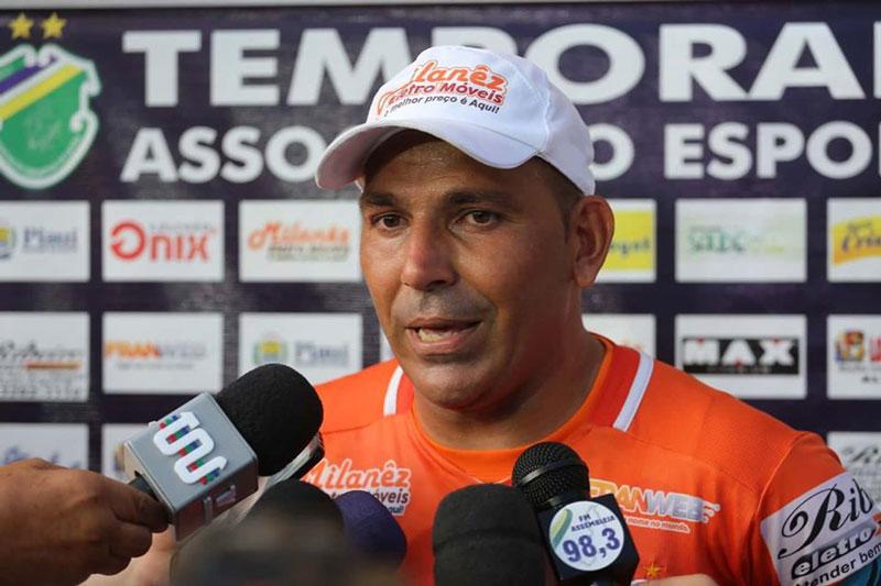 Goleiro anuncia saída do Altos e pausa na carreira após perder mãe para a covid-19