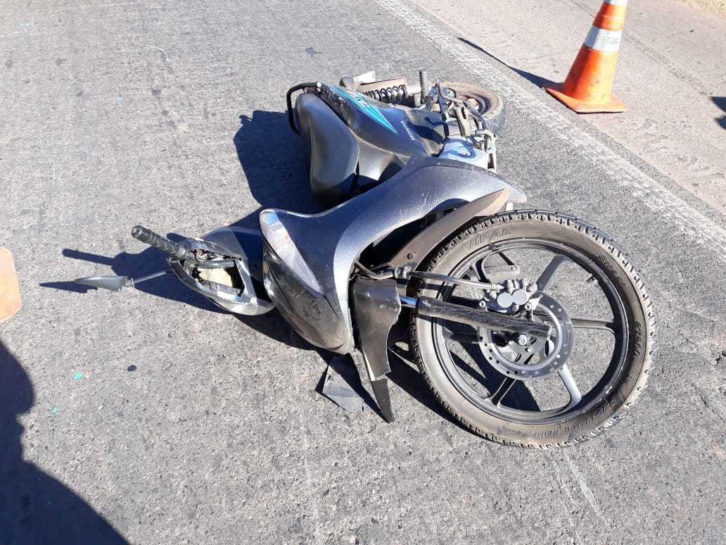 Jovem de 27 anos morre atropelada por carro após colisão entre motos na BR-343