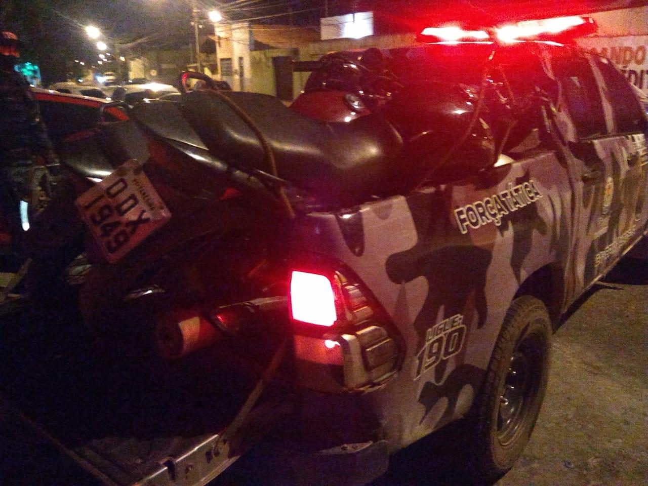 PM recupera duas motos roubadas e prende homem no Bacurizeiro, em Altos