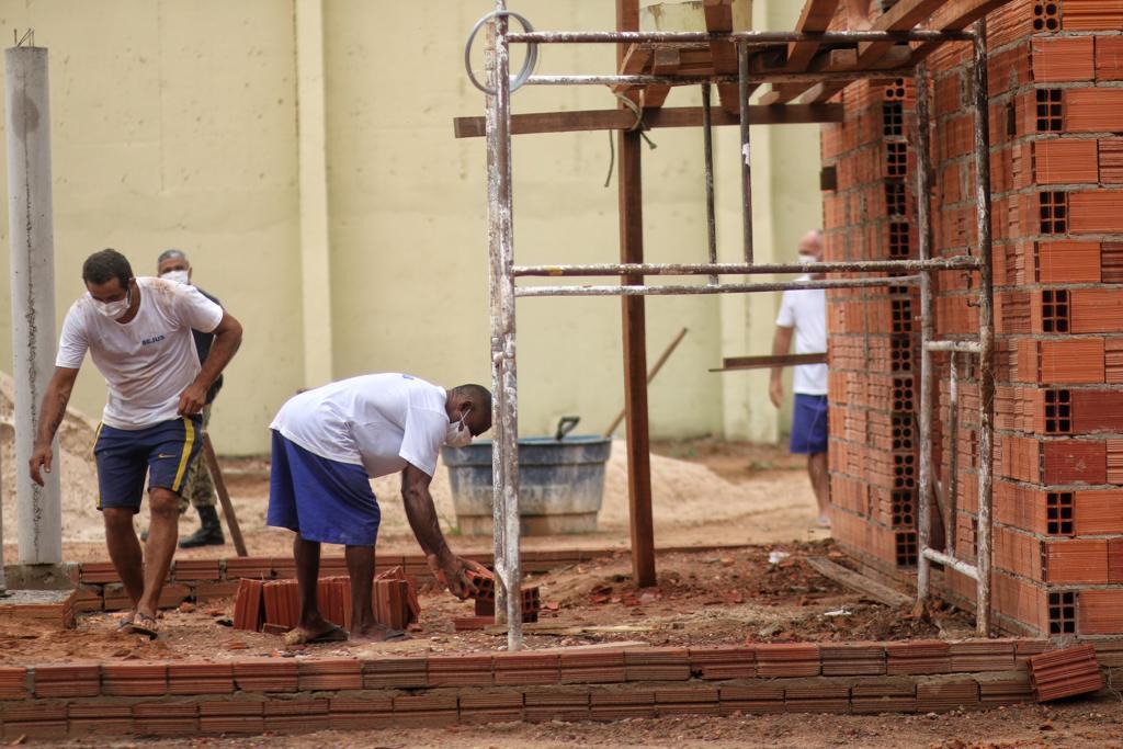 Cadeia Pública de Altos utiliza mão de obra de presos em reformas