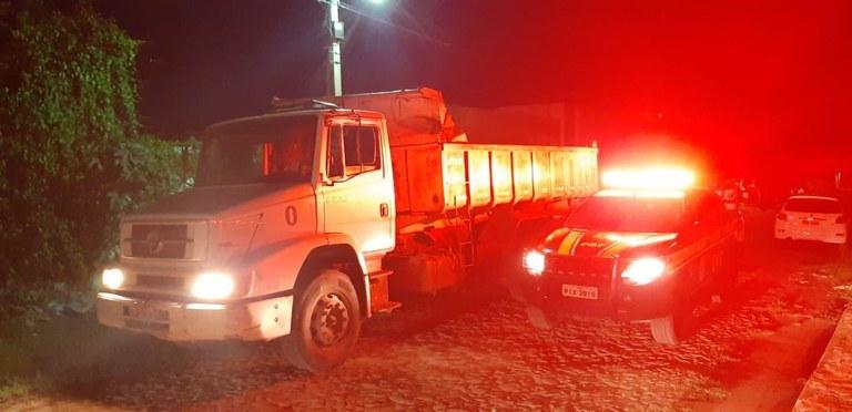 PRF recupera na BR-343 caminhão que havia sido tomado de assalto em Altos
