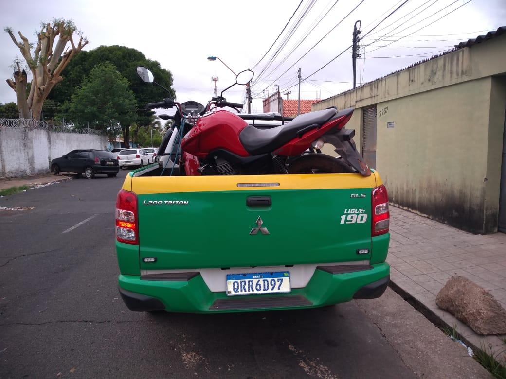Dupla com moto roubada tenta assaltar Sargento da PM em Altos, que reage e um menor é apreendido