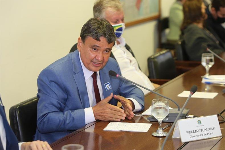 Piauí é um dos primeiros a receber vacina; governadores se reúnem com Pazuello