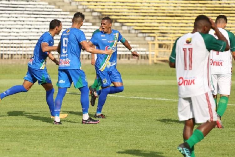 Altos vence Fluminense por 2 a 0 e assume liderança do Piauiense