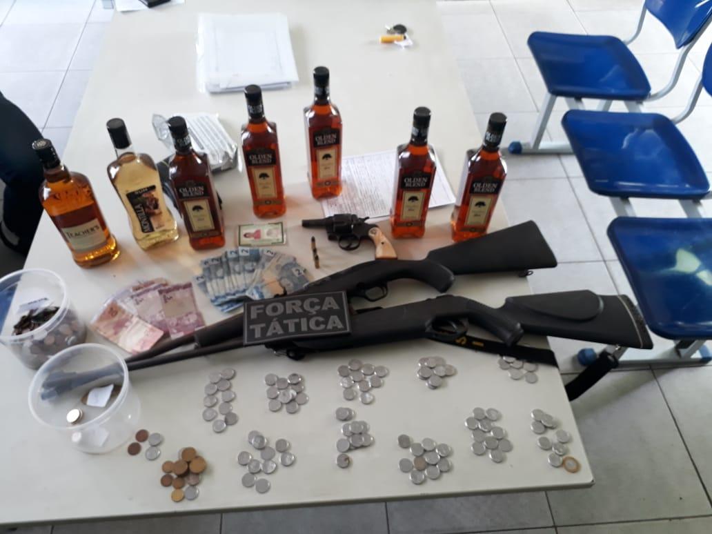 Homem é preso com armas e munições após assalto na zona rural de Altos