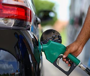 Imepi flagra 31 postos de combustíveis irregulares e 19 lesando consumidores