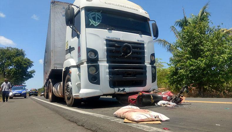 Altos: carreta colide em casal de idosos na BR-343 e mulher morre no local